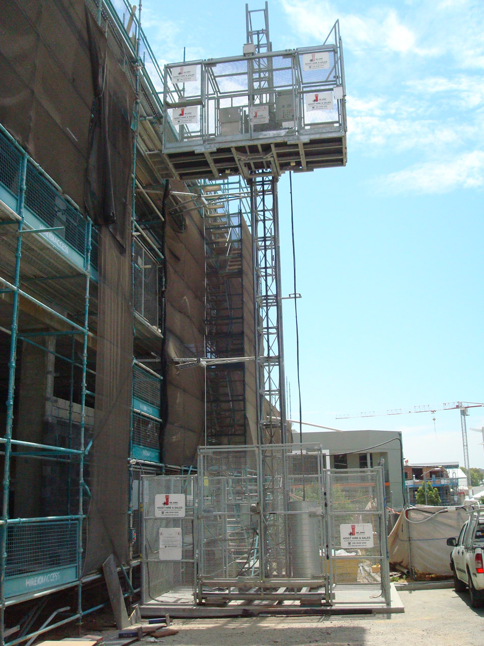 Source: http://www.dejonghoists.com.au/construction-hoists/material-hoists/mp2000-2000kg/
