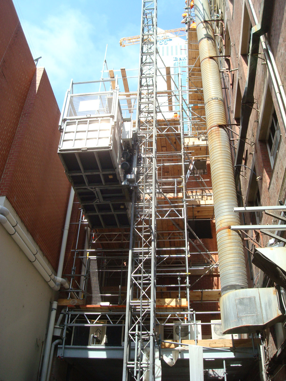Source: http://www.gedausa.com/material-hoists-material-lifts.html